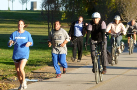 Exercisers enjoy cool autumn temperatures on Lakefront Trail near Belmont Harbor. (Photograph by Lauren Everitt/Medill.)